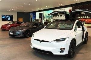Электрокары Tesla Model S и Model X получили функцию Sentry Mode