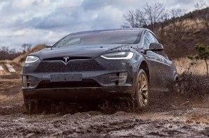 Смотрите, как Tesla Model X справляется с тяжелым бездорожьем