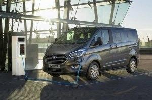 Ford показала гибридную версию минивэна Tourneo Custom